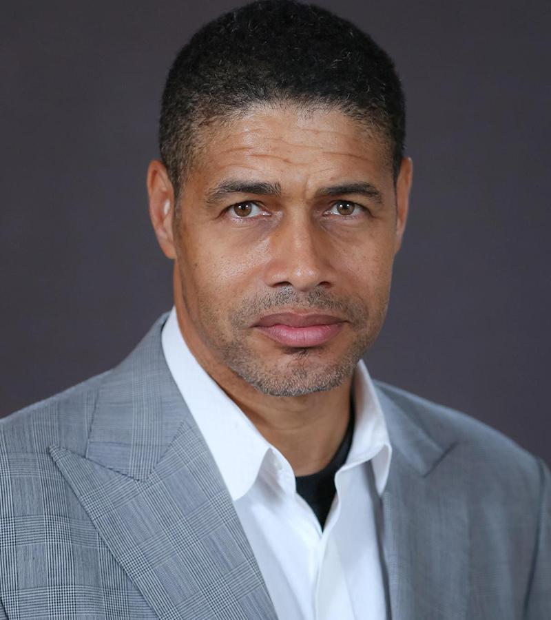 Dr Robert Wilson